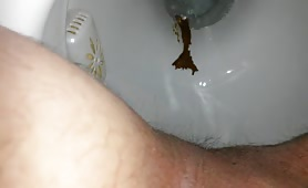 Using the toilet to poop a creamy one