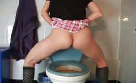 Amateur girl shitting over the toilet