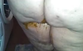 BBW wife shitting brown diarheea