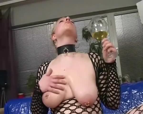 Girl who drinks piss Scott pretty hot