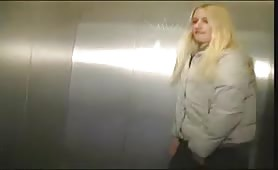 Elevator is so slow she has to pee