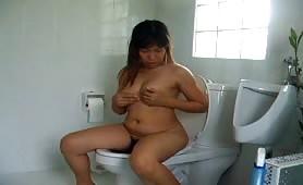 Thai Bitch Peeing